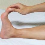 足がつった時の対処法は?足がつる・こむら返りの原因と対策も紹介します。