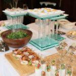 立食パーティーの基本のマナーとNG!お皿の持ち方と握手は目上、目下どちらから?